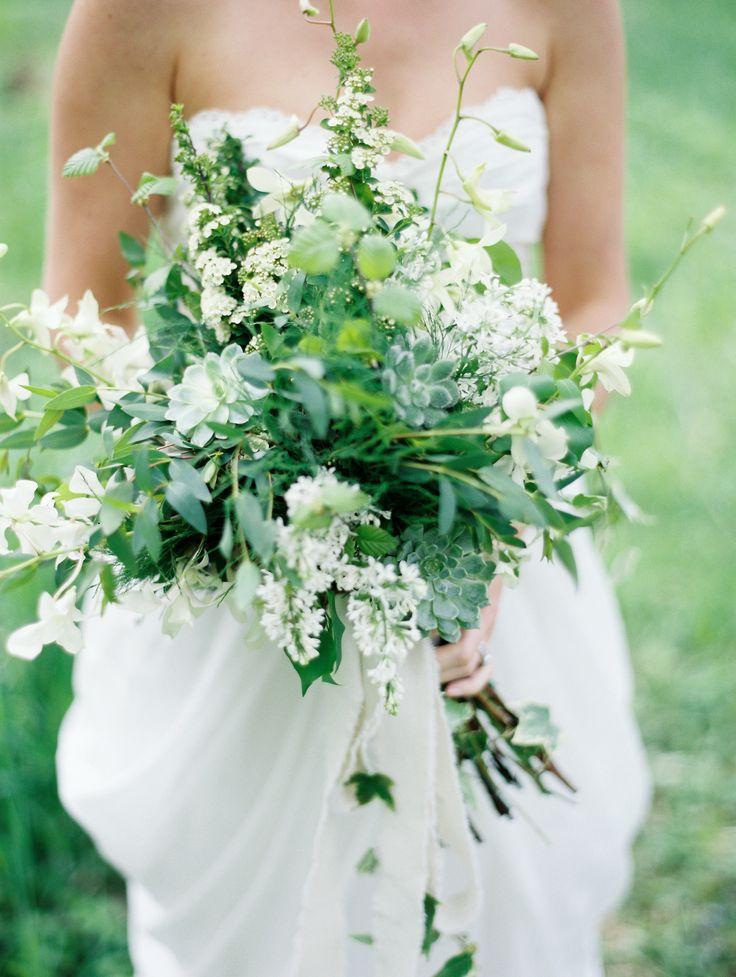 Cómo escoger el ramo de novia perfecto: Romántico, rústico y elegante bouquet de novia. Fotografía: Emily Steffen Photography
