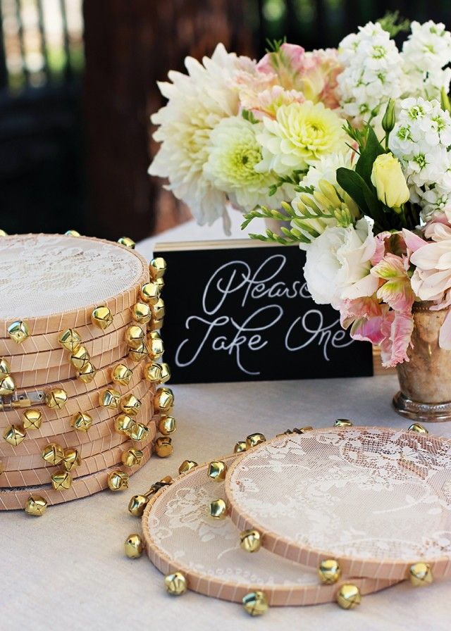Tamburines para los invitados ¿que mejor recuerdo de la mas original boda boho?