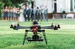 Tendencias para bodas 2016: drones para tu boda.-Foto: bridesbookvendors.com