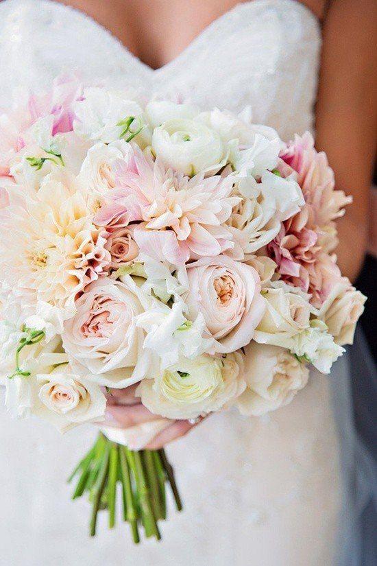 Un ramo bellísimo y lleno de flores en tonos pastel. Foto: deerpearlflowers.com