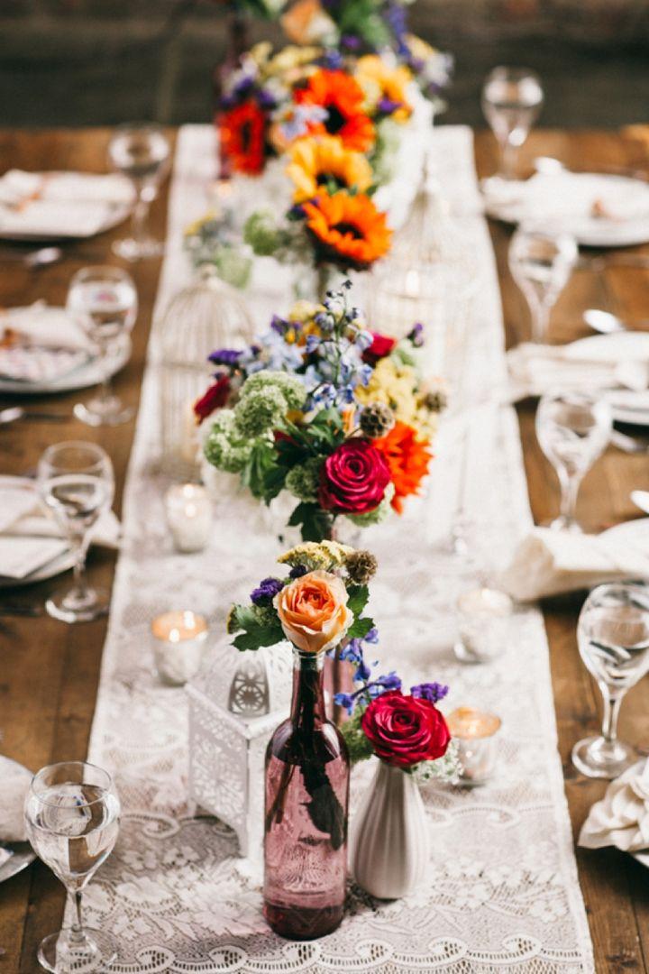 Una decoración de mesa de boda boho perfecta con un toque de vintage. Foto