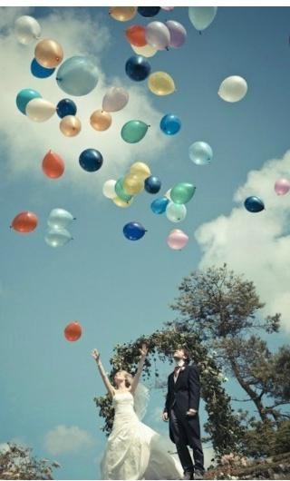 Una suelta de globos muy especial. Un globo por cada miembro de la familia que ya no está con nosotros. Foto: simpleregistry.com