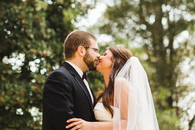 Una boda para una pareja divertida y enamorada. Excelente fotografia. Crédito de Fotografía Christian Turner