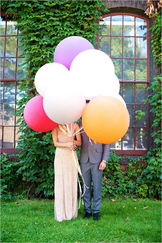 Juguemos con globos gigantes. Decoración de Bodas con Globos. Foto: weddingchicks.com