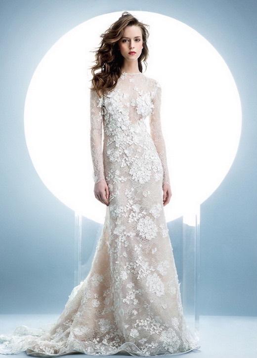 Completamente cubierto en encaje floral en 3-D vestido de Angel Sanchez