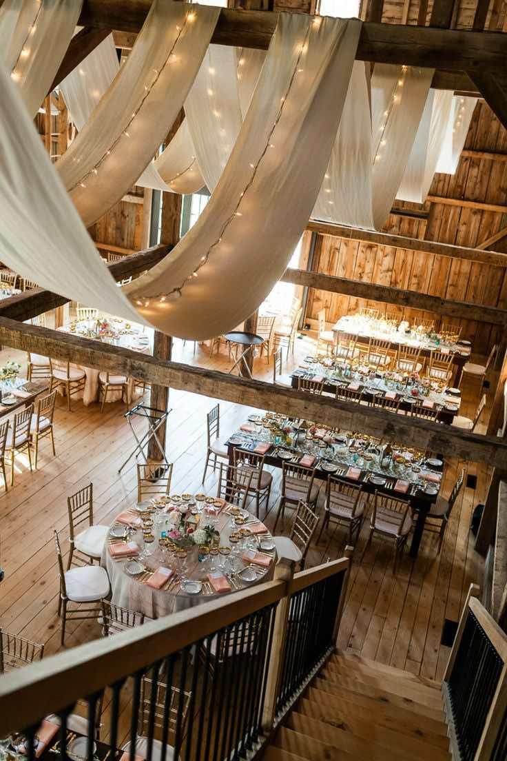 Decoración de Carpas para bodas: Magnifica recepción de boda en un granero.