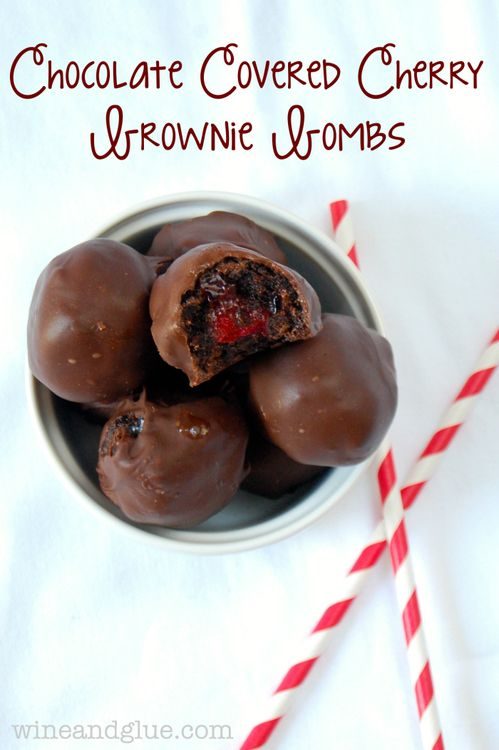Para enamorar: bombas de brownie con cerezas cubiertas de chocolate