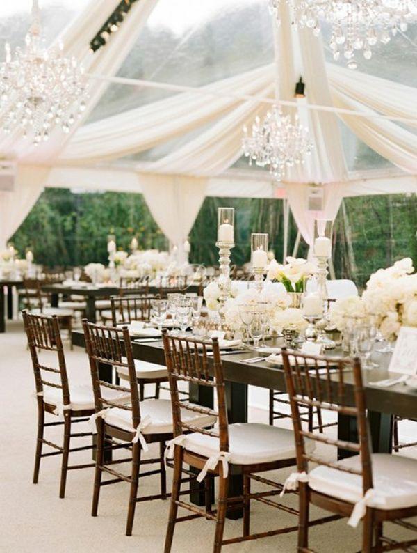 Tentadora decoración de carpas para bodas con telas con transparencia.