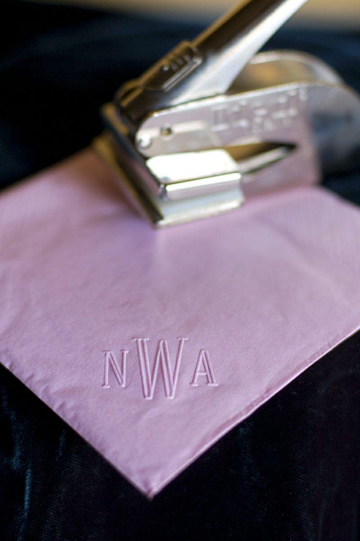 idea original para bodas. Personaliza tus servilletas de papel de forma económica y original. Foto: tikkido.com
