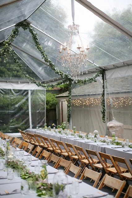 Idea original para decorar una carpa de bodas en otoño.