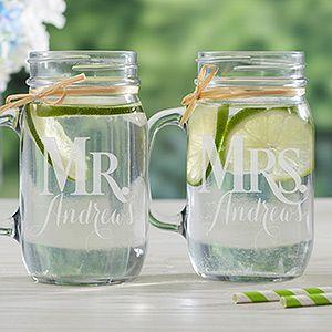 Mason jars personalizados para la flamante pareja.