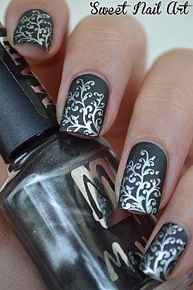 Un diseño de uñas con mucho detalle y glamour para ir a una boda o para salir a la noche.