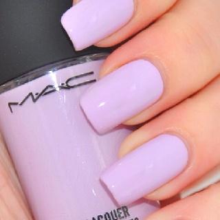 Usa el color lavanda en tus uñas