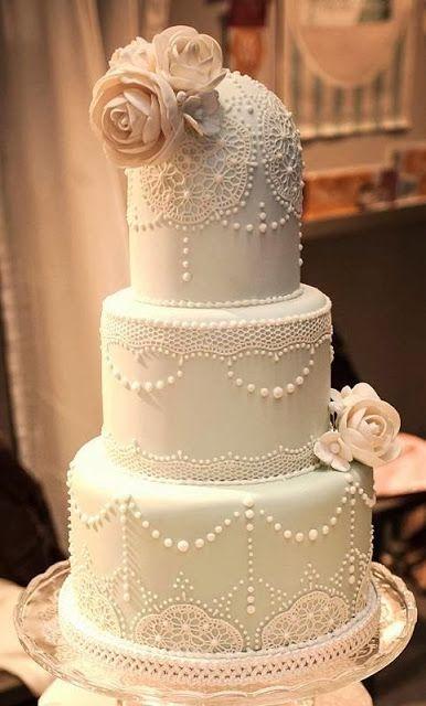 Deliciosamente decadente pastel en tono verde agua con detalles en blanco nos muestra la elegancia del vintage.