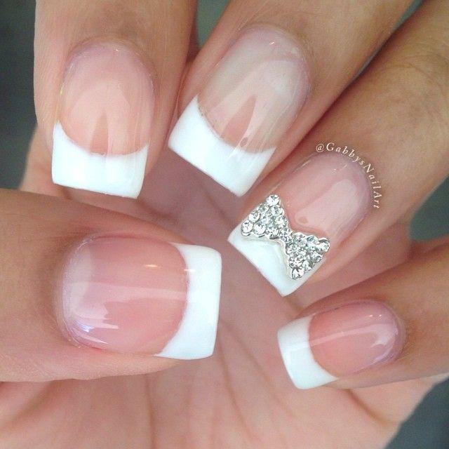 GabbyNailArt creó este diseño de arte para uñas con manicuría francesa y un twist