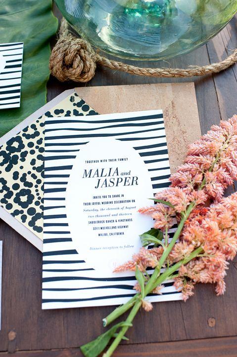 Diseño de invitaciones de boda con zebra y cheetah fotografiadas por Daisy Blue y diseñadas por dishdesign