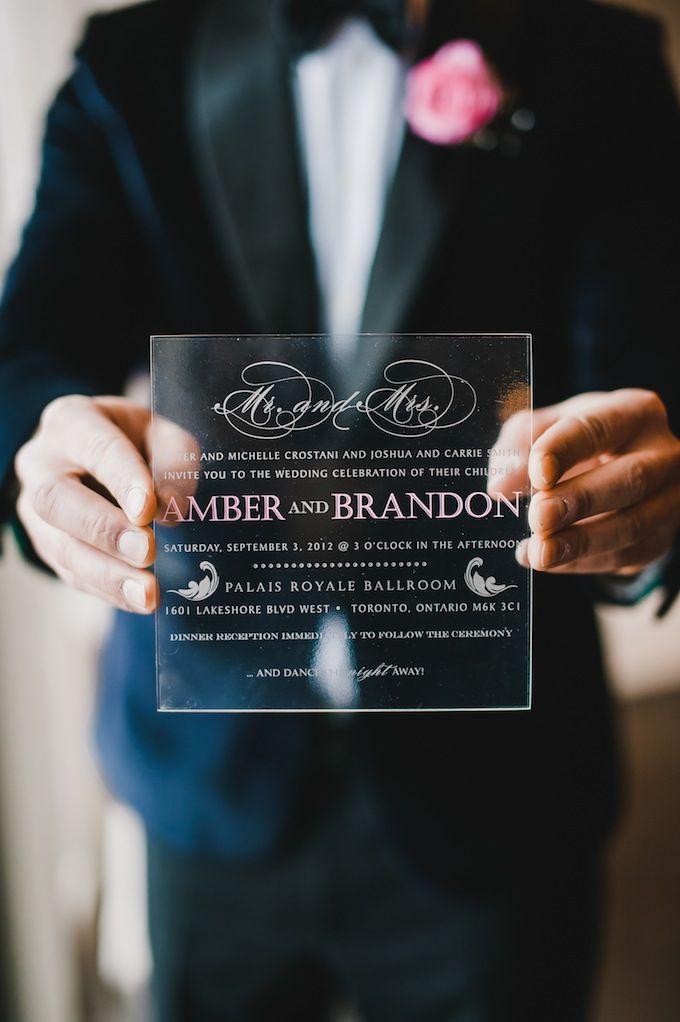 Para diseños de invitaciones de boda originales sin romper el presupuesto, ¿que tal usar plexi acrílico impreso con termografía?