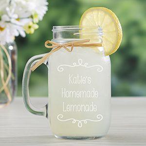 Ideas para usar mason jars en tu boda. Agrégales un mensaje con stickers y a servir la limonada!