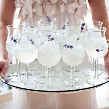 La limonada con lavanda es perfecta para una boda en primavera. Ideas para incorporar la lavanda en tu boda.