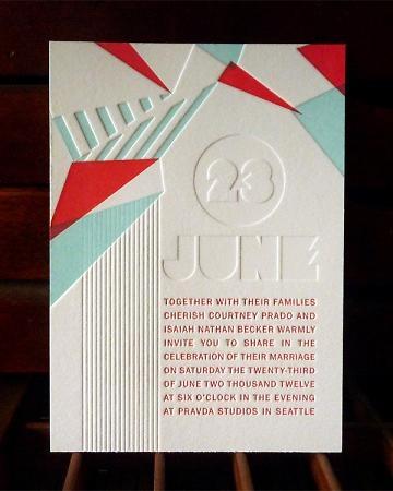 Entre moderna y deco una inolvidable invitación de boda en letterpress a dos colores y con tres pasadas de plancha.