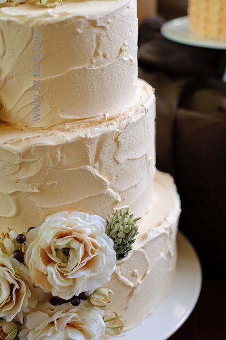 Un pastel vintage simple y con textura en tono durazno suave.