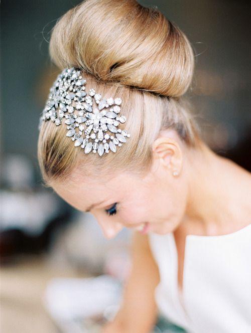 Peinados de novia recogidos perfectos para una boda elegante.