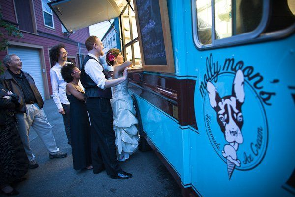 Molly Moon's ice cream un delicioso treat para tus invitados.. Ice cream food truck.