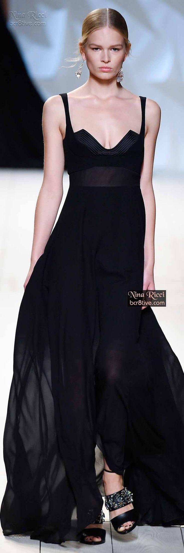 De la colección de Nina Ricci, vestidos largos para las fiestas de noche.