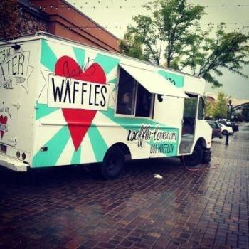 Sirve unos deliciosos waffles en Salt Lake City.
