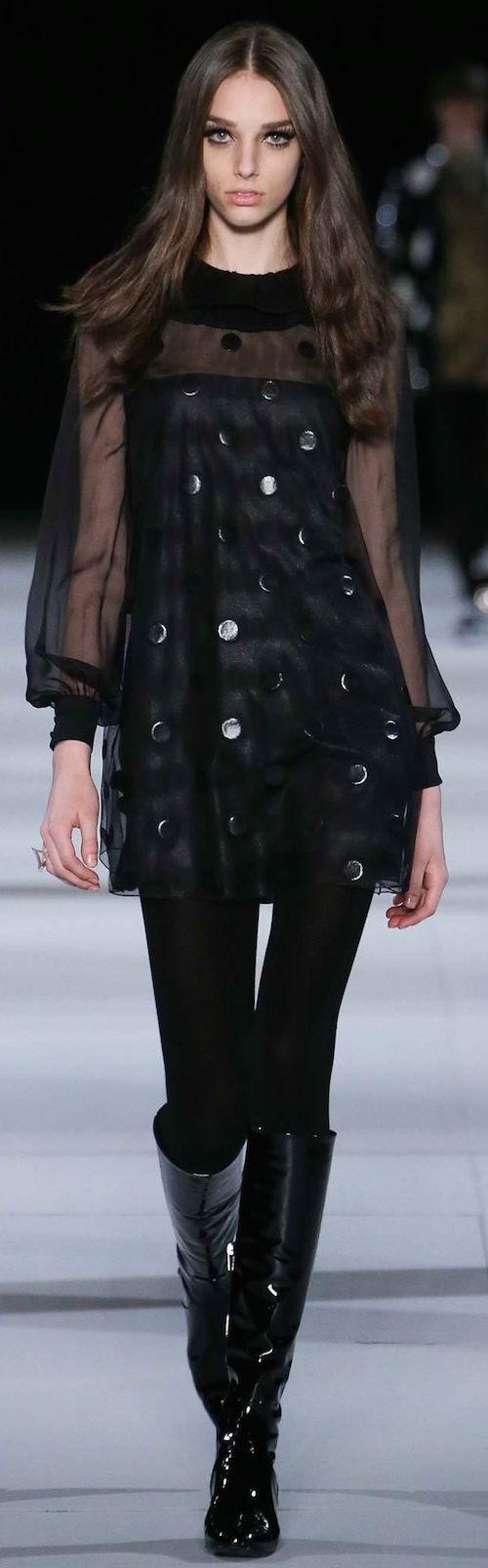 Un clásico outfit de Yves Saint Laurent para inspirarte en estas fiestas.