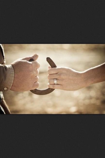 Una foto de los anillos que no puedes dejar de tomar en tu country wedding.
