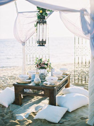 Intique & Co creó este diseño inspirado en Marrakesh con una brisera sobre la mesa de bodas y fotografiado por Stewart Leishman
