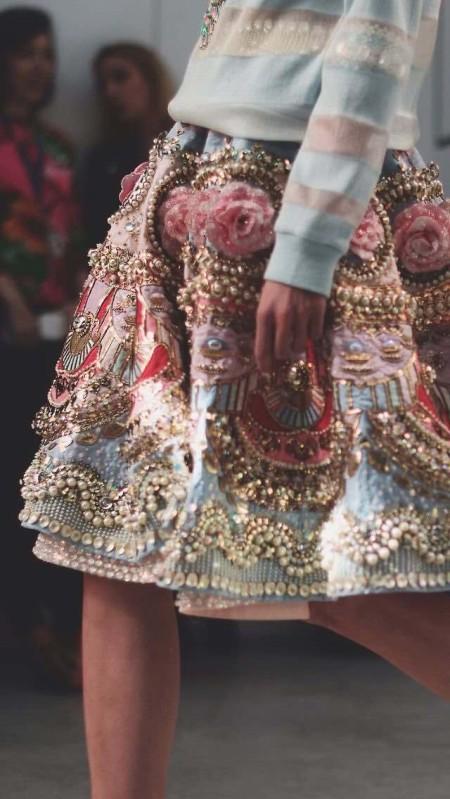 Esta falda de Manish Arora lo dice todo, no?