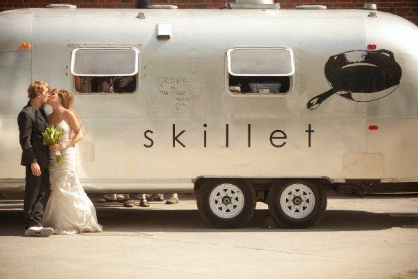 ¿Que tal este food truck para bodas? Diferentes food trucks aportan diferentes sabores a tu boda.