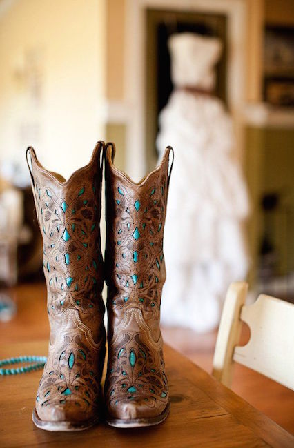 Country boots para la novia. Ideas para bodas rústicas o country weddings.