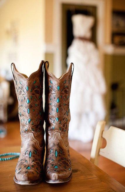 Country boots para la novia. Ideas para bodas rústicas o country weddings.