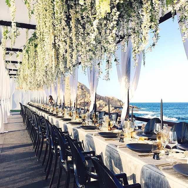 Centros de mesa colgantes para bodas con luces cintas Arreglos para boda en salon