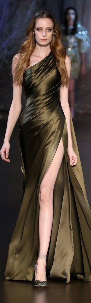 Ralph & Russo Haute Couture colección Otoño-Invierno 2015-16. Vestido de noche largo para fiesta.