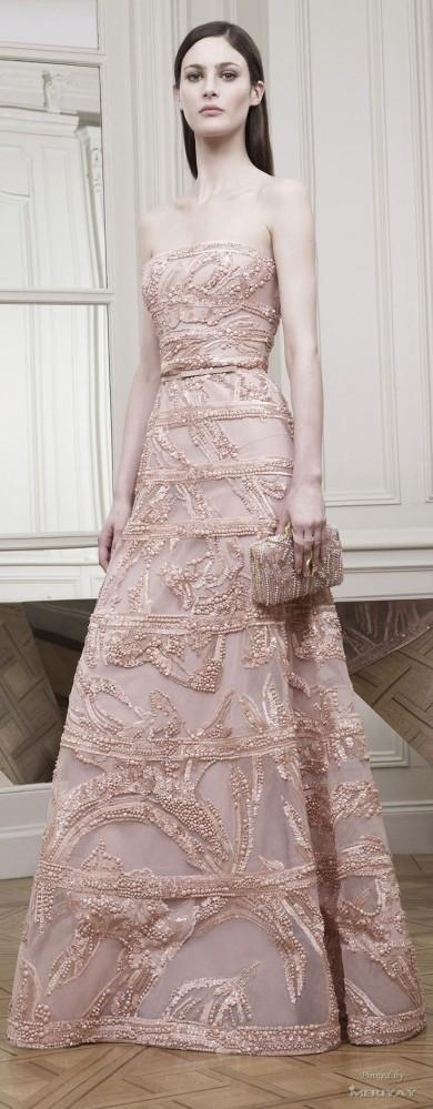 Vestido largo de Elie Saab en rosa con detalles.