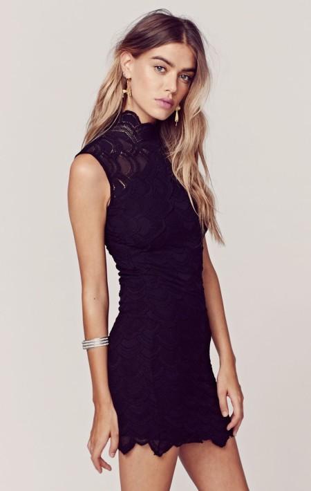 Para las mas jovencitas vestidos cortos para fiestas de encaje con cuello alto y sin mangas.