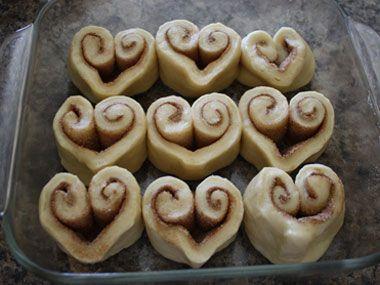 Cinnamon rolls para celebrar el día de los enamorados. Celebrate V-Day with these delicious and heart-shaped cinnamon rolls