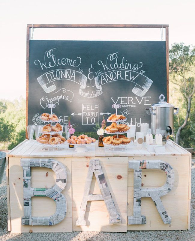 Coffee bar y mesa de dulces para bodas all in one para esta celebración matutina en Northern California.