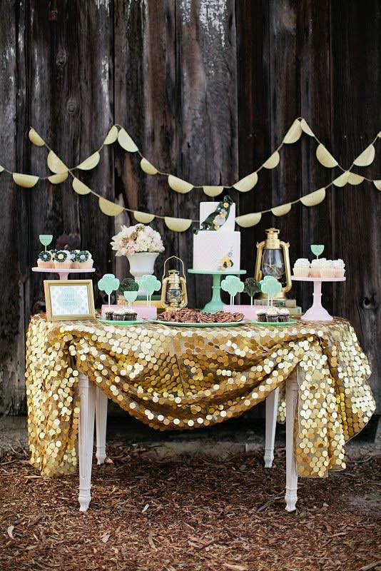 Rustic wedding dessert table decor. Decoración de mesas de dulces para bodas económicas y rústicas.