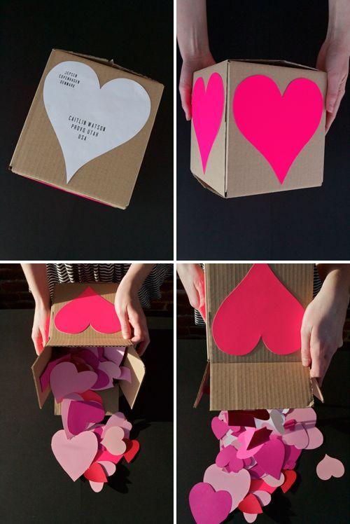 Manualidades para regalar con todo tu amor. Una caja llena de corazones o sea, un heart-attack, para Valentine Day.