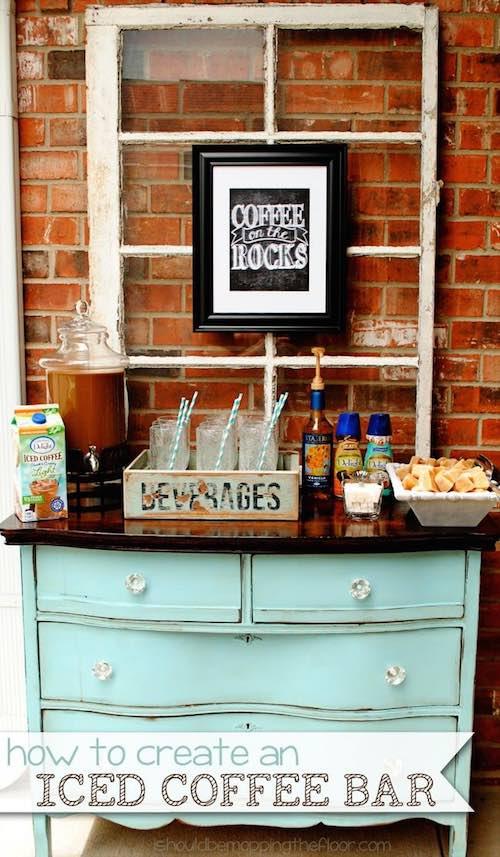 Para una boda en verano ofrece un iced coffee bar.