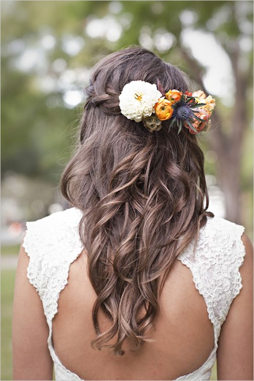 Boho wedding hairstyle for the long haired bride. Peinado para novias boho con pelo largo.
