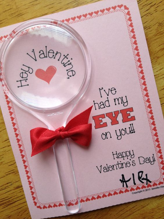 Magnifying Glass Valentine Card. Tarjeta con Lupa para San Valentín, original y económica