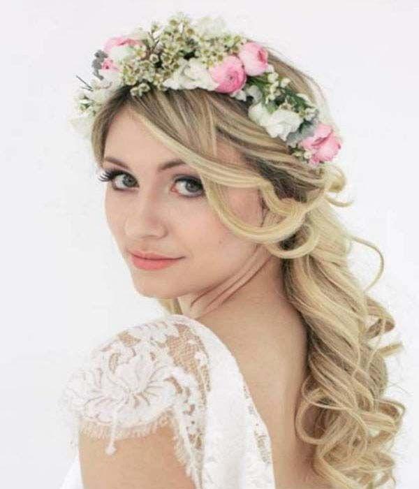 The classic boho bride. Sweet and romantic. Un look clásico de novia bohemia. La corona de flores romántica y etérea.