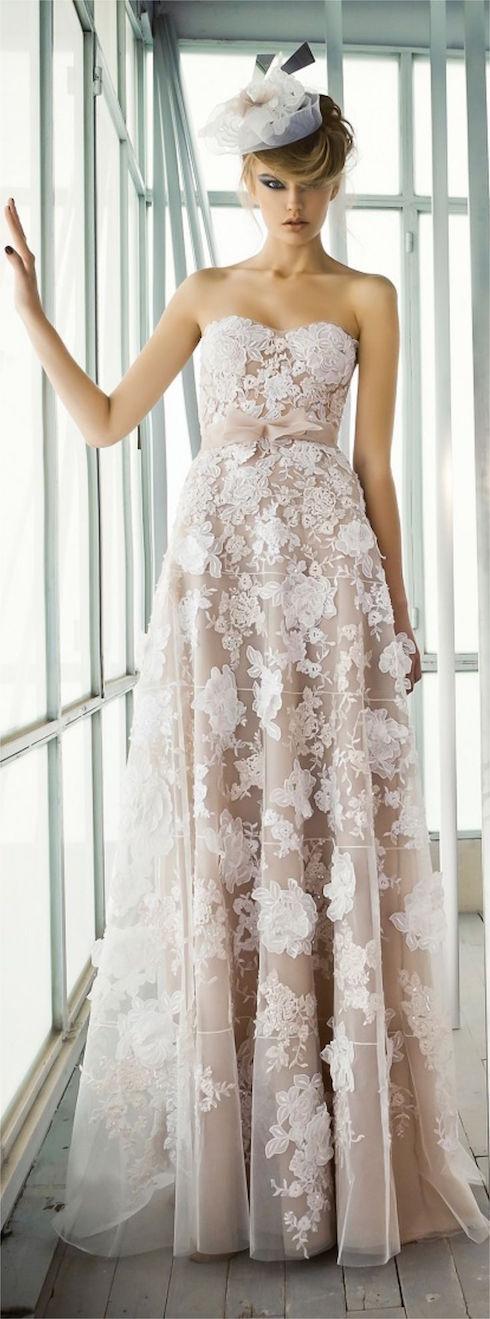 A-line wedding dress by Mira Zwillinger spring 2016. Vestidos para novias de diseñadores con corte A y escote palabra de honor.
