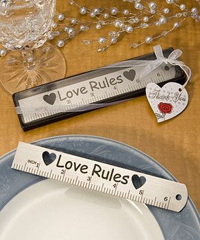 ¿A que ya no usas más las reglas y tienes alguna tirada dentro de algun cajón? Dibuja la decoración, y ¡listas estas manualidades para regalar en San Valentin!